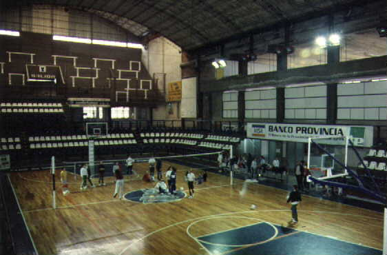 Polideportivo: basketball and volleyball competitions