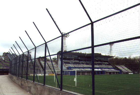 estadio: paltea techada vista desde la tribuna del Bosque